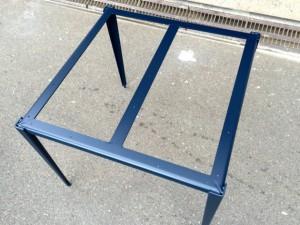 サテン塗装のテーブル
